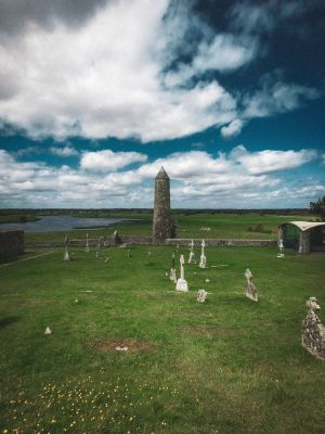 klosterby_Clonmacnoise_irland.jpg